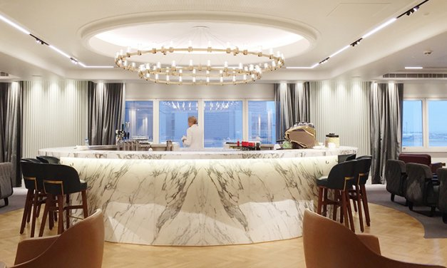 A gin bar, table service & a warm welcome at the Qantas London Lounge at Heathrow Terminal 3