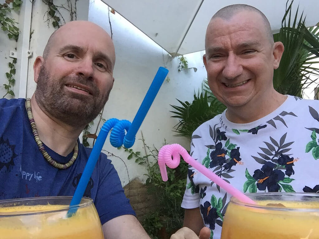 Andy & Bart drinking Agua de Valencia at La Mas Bonita in Valencia