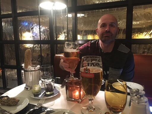 Andy enjoys a beer in Brasserie and Bar Émile at the Hilton Vienna Plaza
