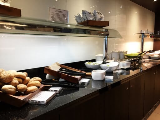 The hot food in the British Airways Club Lounge at Gatwick included jacket potatoes with baked beans, a vegetable curry and Moroccan spiced beef.
