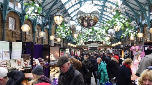 Christmas in Covent Garden is always gorgeous! Did you know there's got over forty mistletoe chandeliers around Covent Garden… we've found them all, will you?