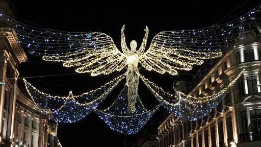 2016 saw Regent Street get back on track with some pretty amazing angel displays. Clearly, someone decided that if it ain't broke don't try to fix. 2017 saw the angels making their second outing.