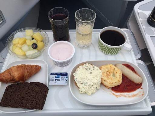 Business class breakfast on the return Finnair A350 Business Class flight to Heathrow
