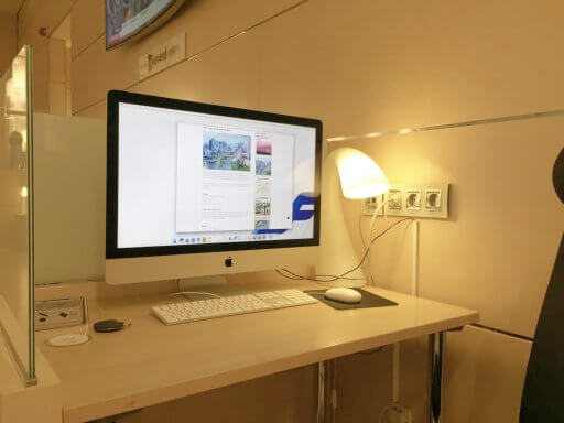 There are three iMacs in the Finnair Non-Schengen Lounge at Helsinki Airport
