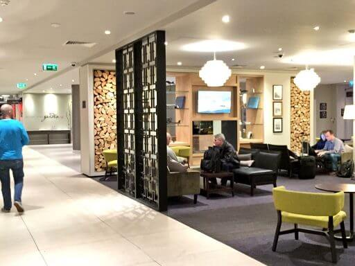 The lounge area near reception at Hilton Garden Inn London Heathrow Airport