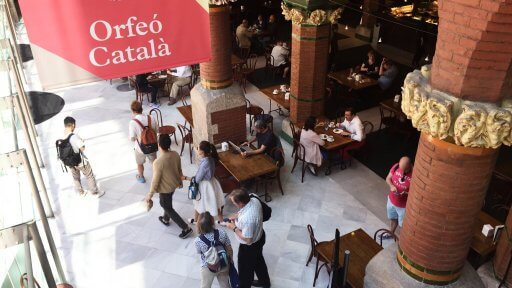 The glimpse we caught of the café area inside whetted our appetite to explore further. However, we soon discovered that we could only see the rest of the Palau de la Música Catalana as part of a guided tour.