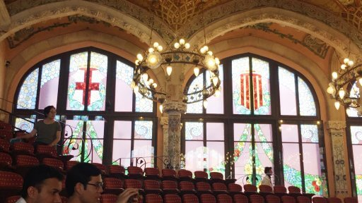 When it comes down to describing the auditorium, it is difficult to know where to start. Should I start with the fabulous stained-glass windows? Their elegant panes glistened as the light passes through St George crosses, Catalan flags and garlands of flowers.