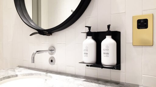 The Qantas London Lounge at Heathrow has individual bathrooms, with a WC and sink. The toiletries are by Aspar - the Botanical hand wash smells divine!